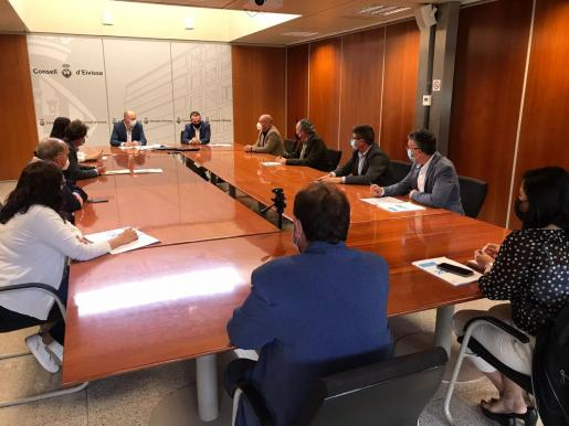 Un momento de la presentación del dictamen del Centro Económico y Social.