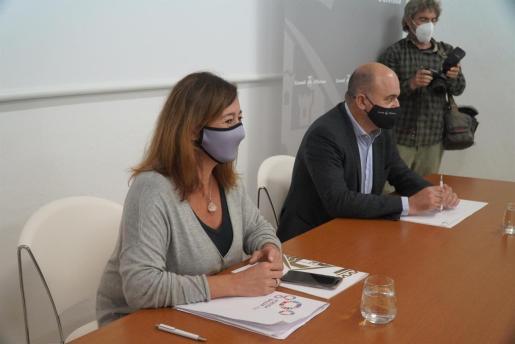 La presidenta del Govern, Francina Armengol y el presidente del Consell de Ibiza, Vicent Marí.