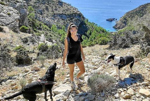 Compartir bien. Tania y su expareja comparten a sus dos perros, 'Coco' y 'Lima', desde que pusieron fin a la relación. Cada semana, uno se ocupa de los canes. Comparten a medias los gastos diarios.