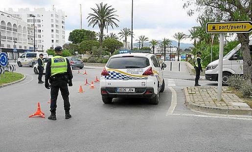 Control de la Policía Local en el acceso a Sant Antoni.