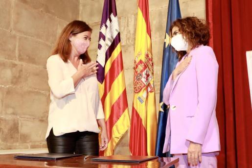 La presidenta del Govern, Francina Armengol, y la ministra de Hacienda, María Jesús Montero. - CAIB