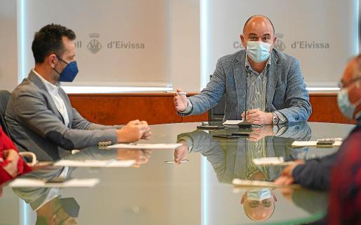 El alcalde de Vila, Rafa Ruiz, y el presidente del Consell d'Eivissa, Vicent Marí.