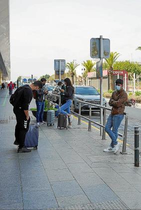 Llegada de turistas a Ibiza.