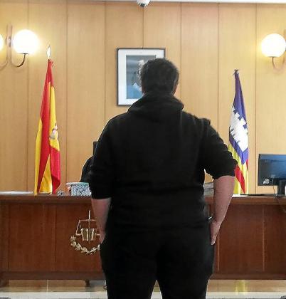 Condenado en Palma por enviarse vídeos sexuales de una compañera desde el móvil de ella