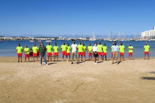 El equipo de socorristas que vigilarán las playas de Sant Antoni.