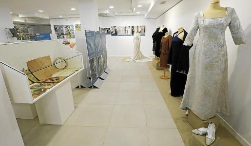 La exposición que se puede ver en Santa Eulària es una espectacular recorrido por la historia de la moda Adlib y de la moda en general que hará las delicias de todo tipo de públicos.