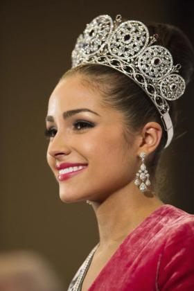Fotografía distribuida hoy, jueves 20 de diciembre de 2012, por la organización del certamen de Miss Universo que muestra a Miss Estados Unidos, Olivia Culpo, tras ser coronada Miss Universo 2012 en la gala celebrada ayer en Las Vegas.