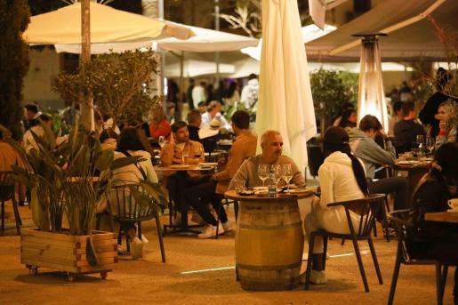 La terraza de un bar en Ibiza.