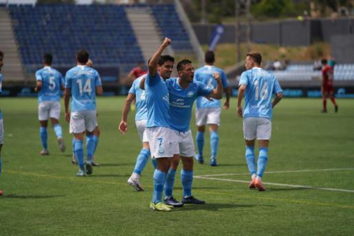 Davo y Rodado celebran uno de los goles.