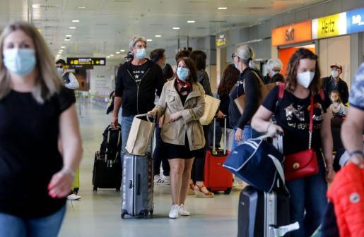 Pasajeros en el aeropuerto de Ibiza durante el pasado fin de semana.