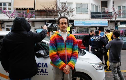 Ángel Ruíz-Valdepeñas durante una manifestación frente al Consell de Ibiza.