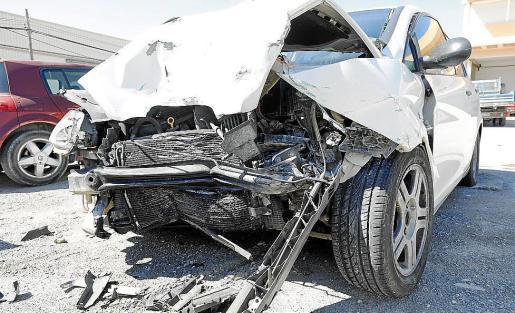 En la imagen, uno de los dos coches implicados en el accidente.
