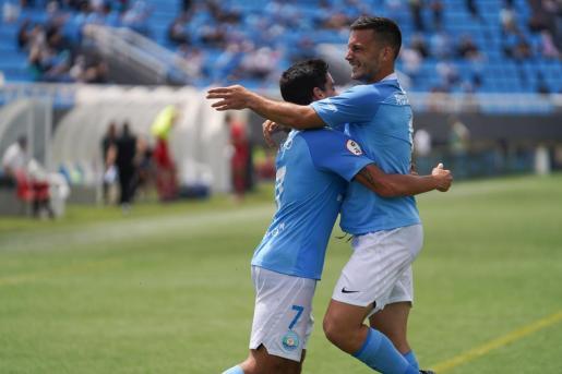 Davo y Rodado celebran un gol frente al Nàstic.