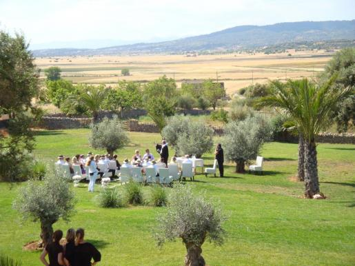 El sector de bodas y eventos languidece por la COVID-19 y las restricciones.