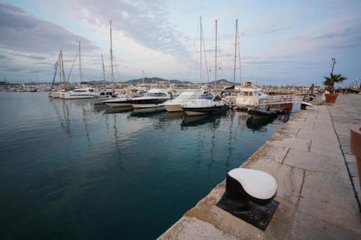 Embarcaciones en el puerto de Ibiza.