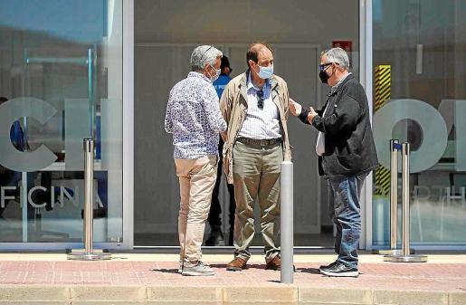 El presidente de la CAEB estuvo acompañado en la reunión de Rafael Cardona (derecha) y Joan Roig (izquierda) como miembros de la asociación y también de José Luis Benítez.
