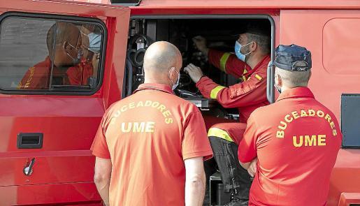 Entre el contingente figuran efectivos de la unidad de buzos de la UME.