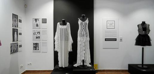 La exposición busca «divulgar la importancia de la moda Adlib en las diferentes estapas y contextos históricos y sociales de Ibiza».