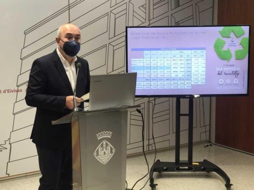 El conseller de Gestión Ambiental, Vicent Roig, ayer, durante la presentación.