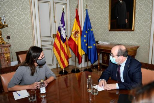 El ministro de Política Territorial y Función Pública, Miquel Iceta, durante la reunión con la presidenta del Govern Balear, Francina Armengol.