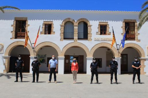 Cuatro nuevos agentes de policía toman posesión de su cargo en Santa Eulària.