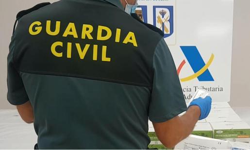 La Guardia Civil ha intervenido casi 1.200 tests COVID procedentes de China.