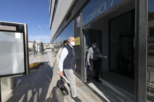 Pepe Roselló a su llegada, el miércoles a las 09.00 horas, a los juzgados del Cetis.