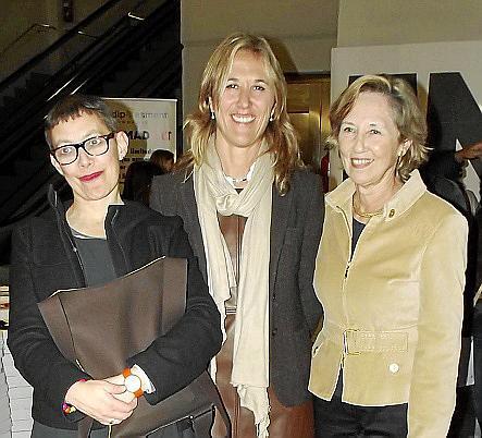 Lucienne Roberts, Teresa Palmer y Montserrat Fuster.