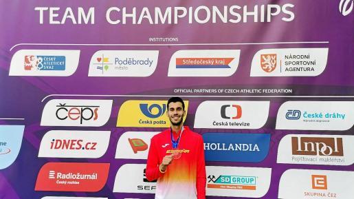 Marc Tur con su medalla.
