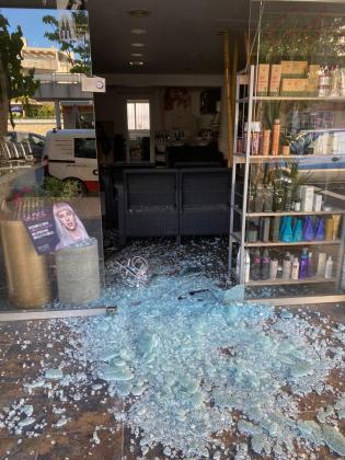 La peluquería Colors, uno de los negocios asaltados.