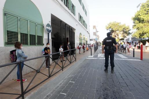 Entrada a un colegio de Ibiza en la 'vuelta al cole' del año 2020.