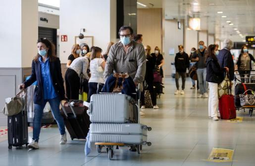 Baleares no exigirá a partir del domingo ningún test de covid-19 a los turistas españoles vacunados.