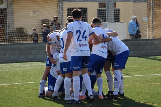 Imagen de un partido de Tercera entre el Alcúdia y el Sóller de Tercera.