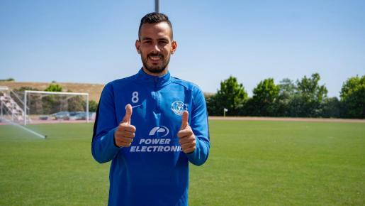 El onubense Manu Molina posa durante el entrenamiento matinal de la UD Ibiza en tierras portuguesas.
