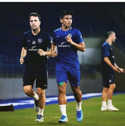 Antonio Gavilán, a la izquierda, durante un entrenamiento del Johor Southern Tigers.