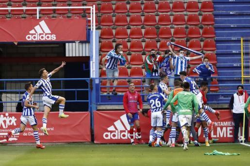 Los jugadores de la Real Sociedad B celebran el gol de la victoria en la prórroga.