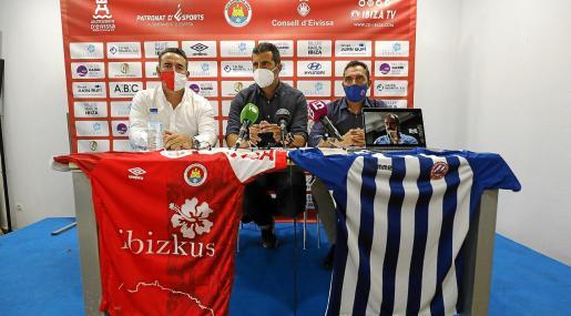 Sergio Tortosa, Paco Muñoz y Juanjo Bertomeu, ayer en la sala de prensa del estadio de Can Misses.