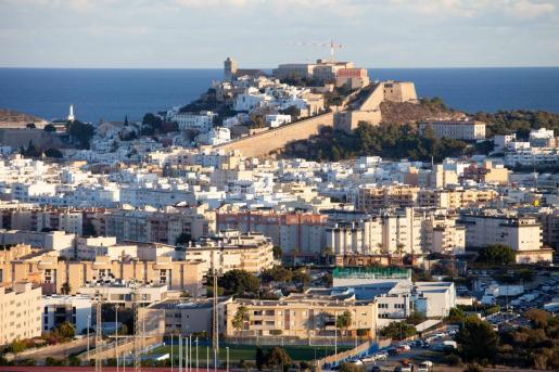 Vista aérea de la ciudad de Ibiza, la zona con más densidad de población de la isla.