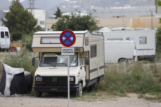El jueves el Ayuntamiento de Ibiza colocó placas impidiendo a las caravanas aparcar en el solar de Cas Duminguets.