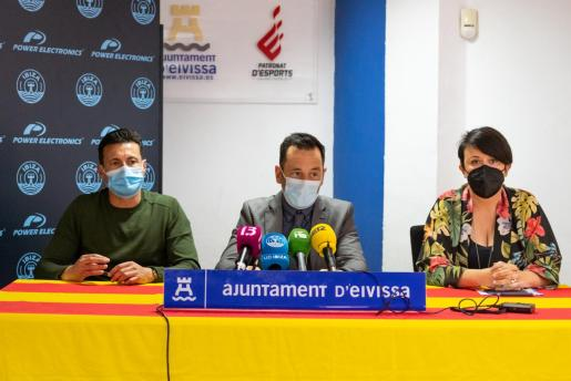 Amadeo Salvo, Rafa Ruiz y Elena López, durante la rueda de prensa.