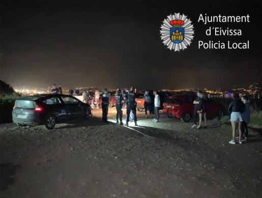 La Policía Local de Ibiza interviene en botellones.