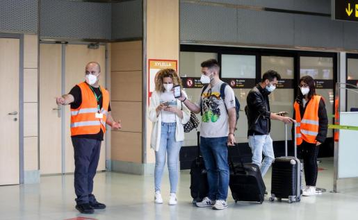 Controles en el aeropuerto de Ibiza.