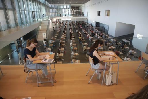 Este martes comienzan en Baleares las pruebas de acceso a la universidad.            FOTO : BOTA