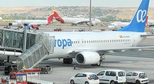 Práctica comercial. Hay aerolíneas que piden al principio de hacer la reservas si se es o no residente, para así aplicar un sistema tarifario diferente y más alto para el que dice que es residente.