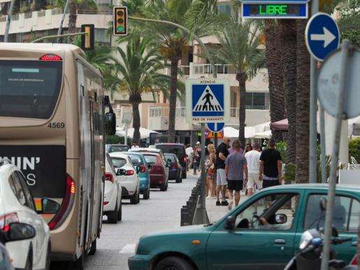 Imagen de archivo de un atasco en Ibiza.