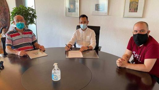 Firma del Convenio entre el ayuntamiento de Ibiza y la Agrupación Astronómica de Ibiza.