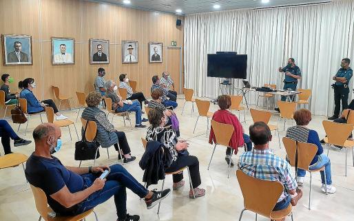 Los guardias que desarrollan el Plan Mayor de Seguridad se desplazan por distintos municipios de Ibiza