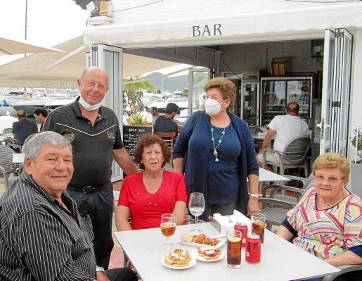 La familia Ferrer se despide de su emblemático bar y restaurante Barlovento.