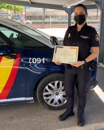 La agente @policia Cristina Gallego, cinturón negro de #JiuJitsu brasileño, ha recibido un diploma de reconocimient… https://t.co/6SCY8r4fq0