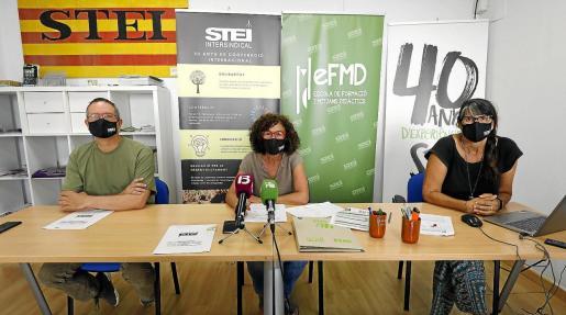 Pere Lomas, Joana Tur y Carmen Ansuategui, portavoces del STEI en Ibiza.